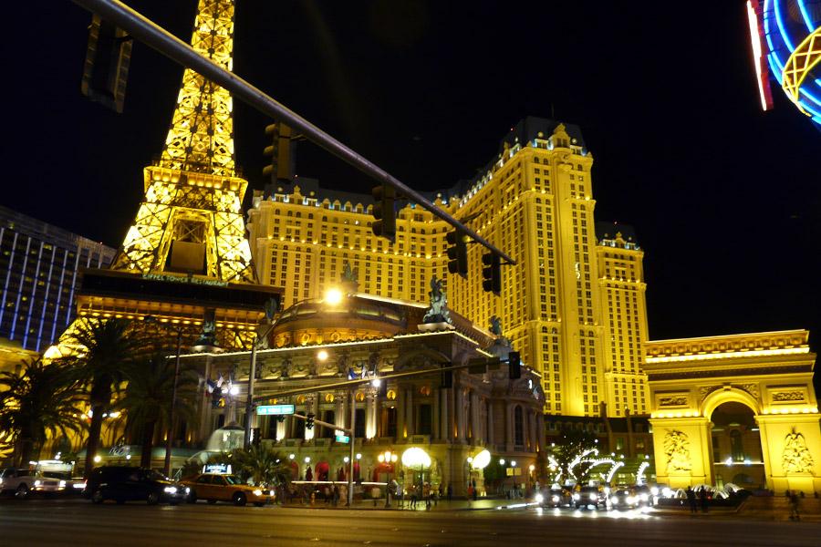 La ciudad m s iluminada del mundo las vegas agencia de for Hoteles en paris